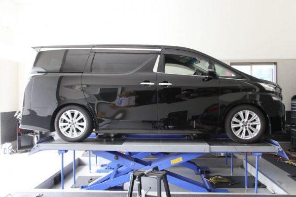 ヴェルファイア AGH30W 車高調取り付け 四輪アライメント調整