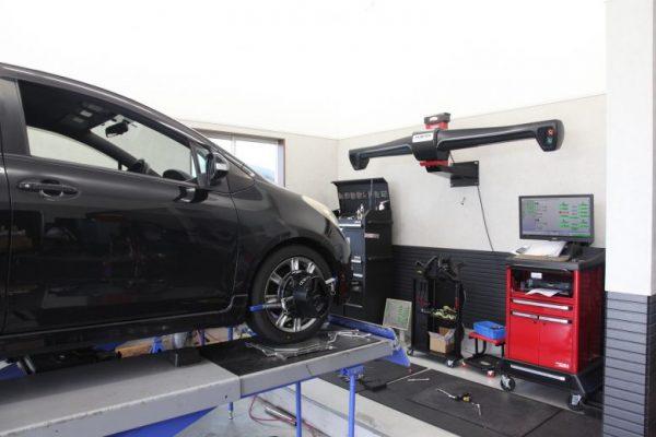 90系ヴィッツ  サスペンション交換 四輪アライメント調整 タイヤ交換