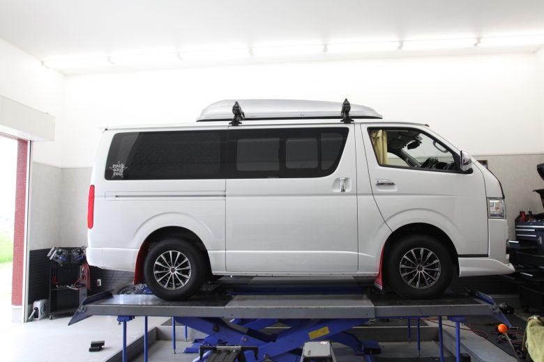 ハイエース KDH206V サスペンション交換(リフトアップ) 四輪アライメント調整