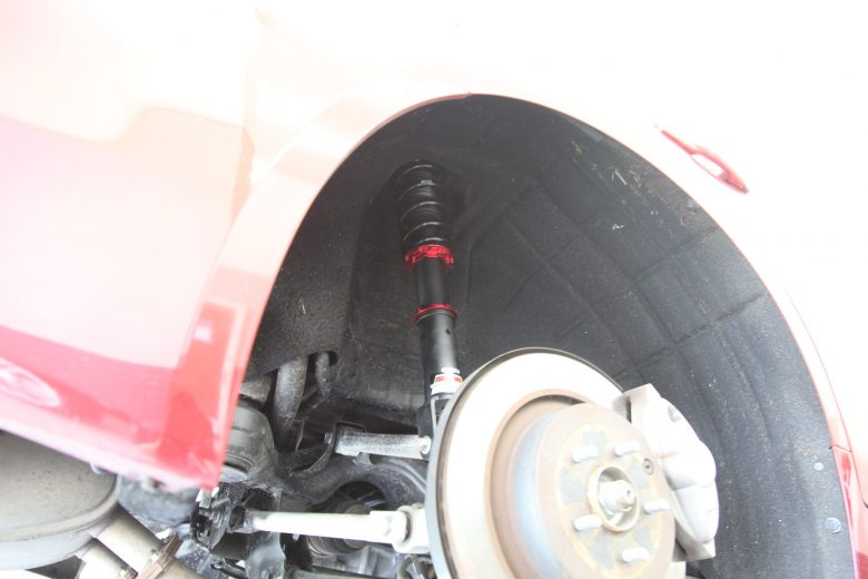 リア車高調取り付け V37