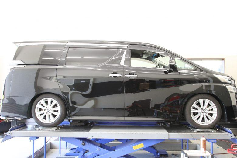 ヴェルファイア AGH30W HKS車高調取り付け 四輪アライメント調整