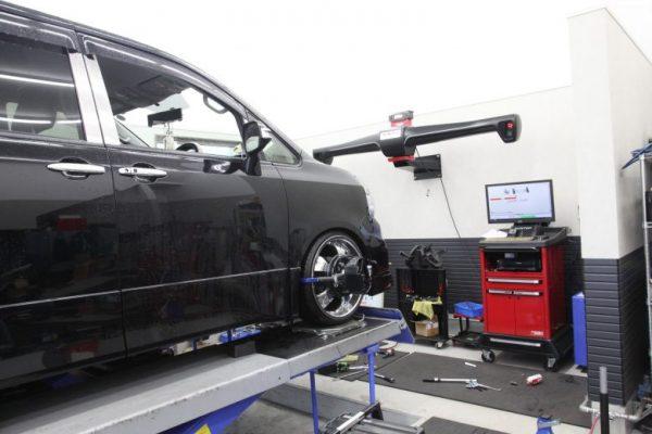 ヴォクシー ZRR70W 四輪アライメント調整