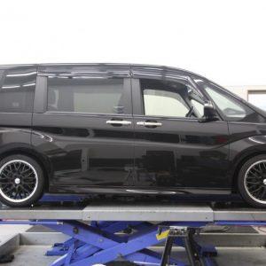 プリウス ZVW30 フロント車高調交換 四輪アライメント調整