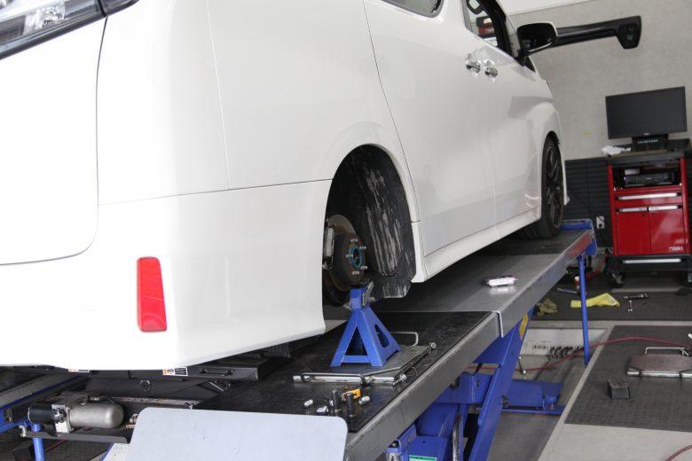 アルファード AGH30W リア車高調整と乗り心地改善 四輪アライメント