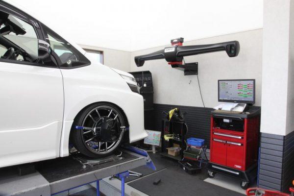 ヴォクシー ZRR80W 四輪アライメント調整