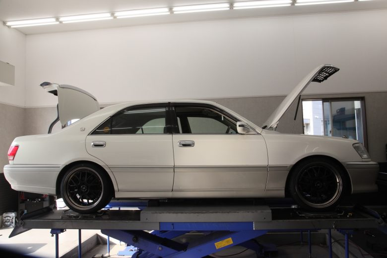クラウン JZS175 ダウンサス取り付け 四輪アライメント調整 タイヤ交換