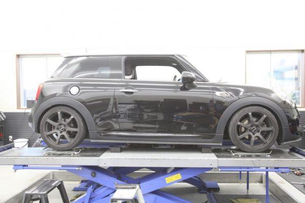 MINI F56 ビルシュタイン車高調取り付け 四輪アライメント調整