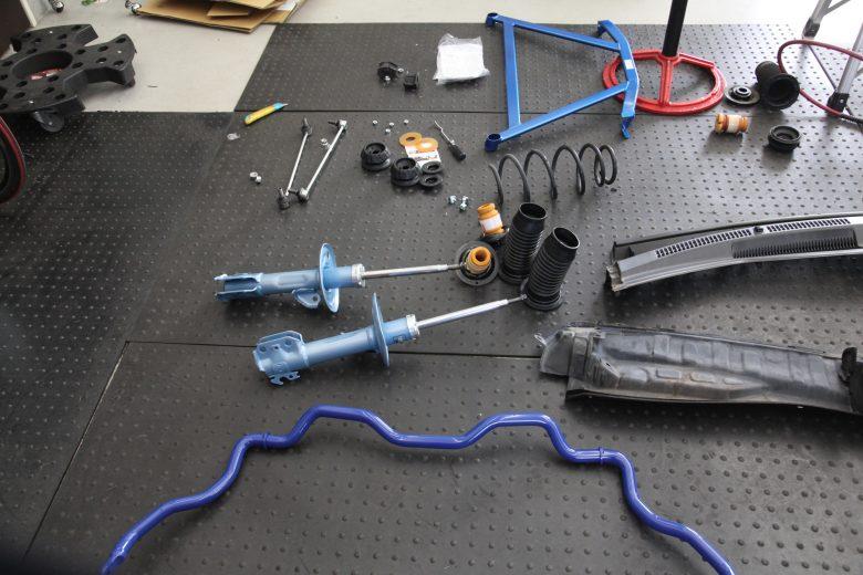 アクア NHP10 サスペンション交換 四輪アライメント調整