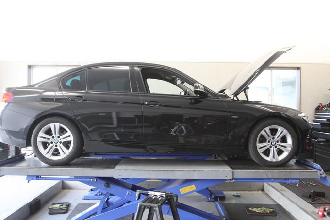 BMW F30 320i H&Rダウンサスに交換