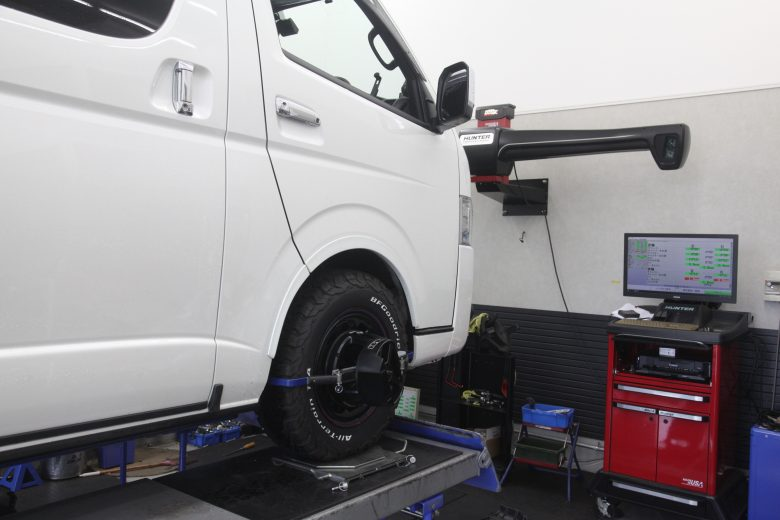 ハイエース 4WD 1G締め四輪アライメント調整