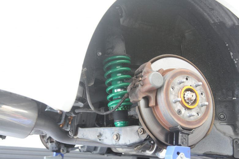 アルテッツァ SXE10 車高調取り付け 四輪アライメント調整