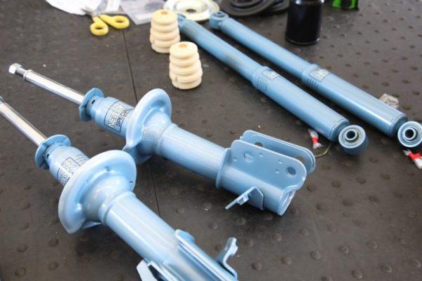 ルークス ML21S KYBショック交換と持ち込みタイヤ交換