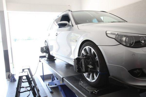 BMW 530i 四輪アライメント調整