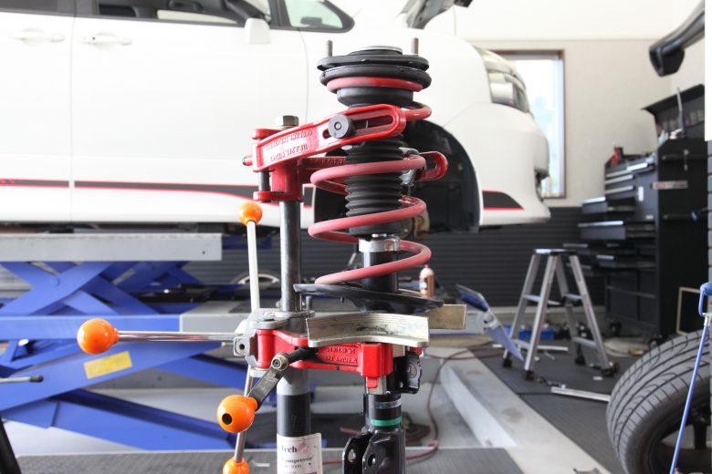 ZRR70W G's 80系ショックを70ヴォクシーに交換 四輪アライメント調整