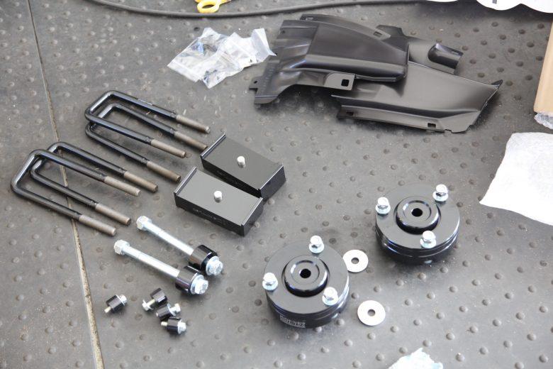 ハイラックス GUN125 リフトアップ作業と四輪アライメント調整