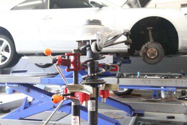 アウディ A5 サスペンションの交換と四輪アライメント調整